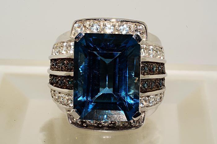14CT EMERALD CUT BLUE TOPAZ,BLUE DIAMOND & WHITE TOPAZ RING SIZE 8.25
